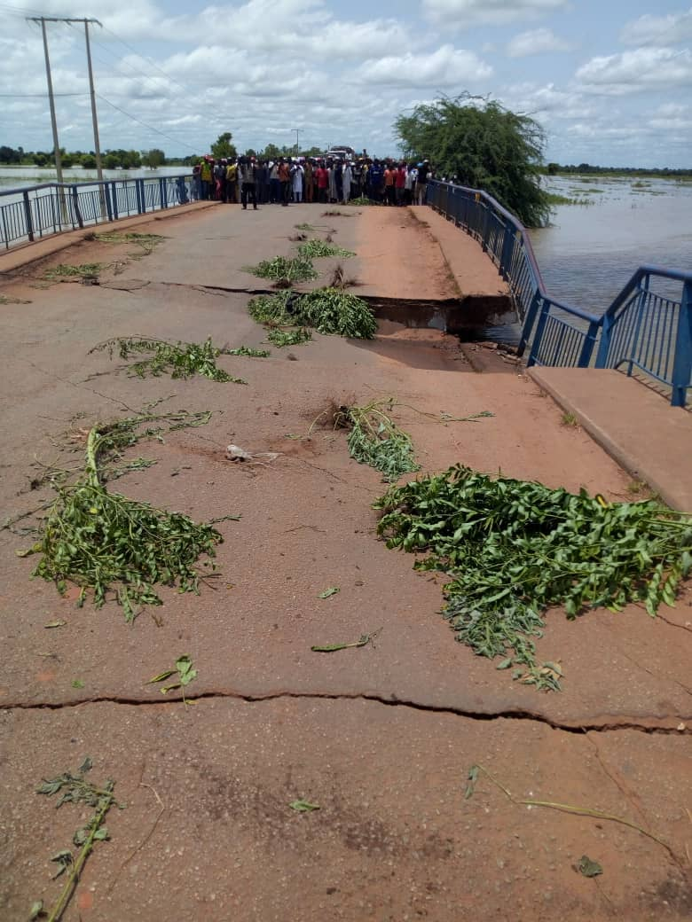 Benin Niger bridge Photo pont effondré